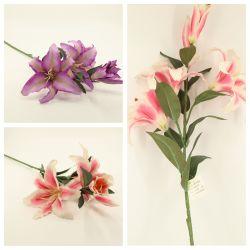 Artificielle Spray avec trois fleurs de lis deux bourgeons de la décoration florale GF14368A
