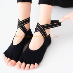 La ginnastica colpisce con forza i calzini variopinti della punta dei calzini di yoga delle donne cinque anti calzini di yoga del cotone di slittamento delle barrette per le donne