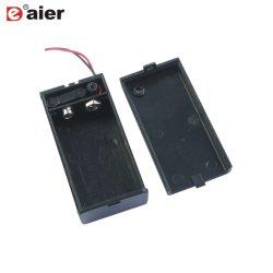 Il nero ha coperto la cassetta portabatterie di plastica 9V di collegare e di interruttore