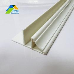 백색 비닐 PVC 벽 천장판 구석 손질
