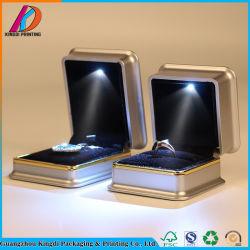 贅沢な現代LEDの軽い宝石類のリングボックス