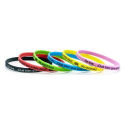 Bon marché de gros logo personnalisé personnalisé NBA Dropship Bracelet en caoutchouc Code QR de deux couleurs cordon bracelet en silicone de lettres individuelles Mince Mince Bracelet en silicone
