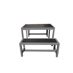 De plastic OpenluchtdieEettafel van het Meubilair met de Lange Stoel van de Bank wordt geplaatst