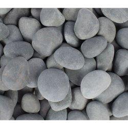 Der Großhandelsgarten, der unpolierten Fluss-Kiesel-Stein-Schwarz-Fluss landschaftlich verschönert, schaukelt Stein