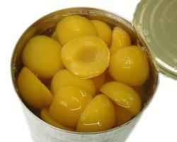 As conservas de frutas em conserva as Metades de damascos em calda