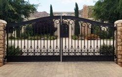 وقد استخدم بيت البوابة الحديدية المزخرف البوابة المنزلقة بممر الأمن