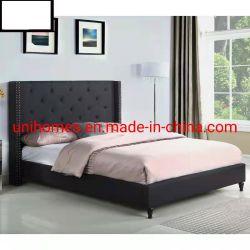 침실 세트에는 극세사 침대와 편안한 침구가 있습니다