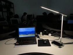 Auge-Sorgfalt Schreibtisch-Lampen-Kinder, die Tisch-Lampe mit justierbarer drahtloser aufladenbaugruppe studieren