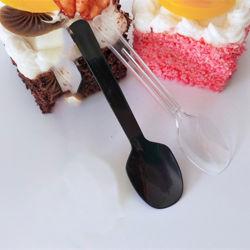 プラスチックは使い捨て可能な平皿類のスプーンのゼリーのアイスクリームのデザートのヨーグルトの結婚披露宴の台所テーブルウェアをスプーンでつぐ