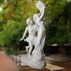Hermoso Stone-Carving y ornamento de la escultura de mármol blanco en el jardín