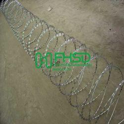 Gegalvaniseerde Draad bto-22 van de Omheining van de Barrière van het Prikkeldraad van het Scheermes van het Concertina van pvc