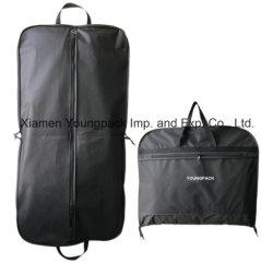 Comercio al por mayor de la bolsa de embalaje promocionales impresos personalizados PEVA Non-Woven negro y tapa un paño de tela Bolsa de embalaje portador de bolsas de prendas de vestir traje de viaje