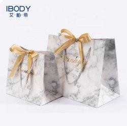 حقيبة بيع بالتجزئة فاخرة من متجر بيع الهدايا الفاخرة من Art Paper Boutique Euro Tote حقيبة مقبض الشريط مع ختم ساخن ولحح عيد الميلاد