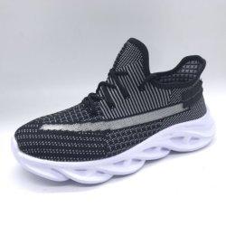 熱い販売のFlyknitの通気性のスニーカーは遊ばす人(ZJ20623-5)のための運動靴を
