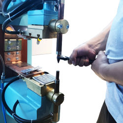 간편한 정비를 위한 맞춤형 접근성 DC 스팟 용접 장비