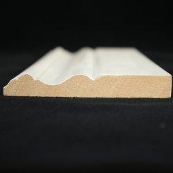 قالب من خشب التاج باللون الأبيض