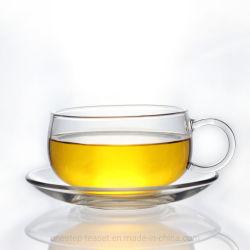 Le thé en verre clair de tasse et soucoupe défini
