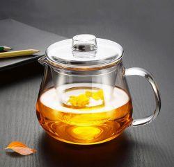 Piccola caldaia di vetro termoresistente con il setaccio del tè