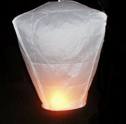 Céu livre de metal Lantern, Khom Loy