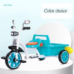 아이들의 세발자전거 자전거는 타게 된 작은 아이들의 사람을 배치한 장난감일 수 있다