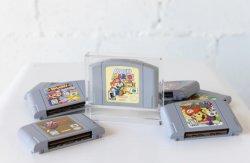 مخزن خرطوشة Acrylic N64 مخصصة في مصنع الوصول الجديد لـ Retro حالة عرض ألعاب الفيديو