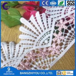 La hoja en blanco de encaje vestido de paño de tela hechos a mano de bricolaje cinta Presup.
