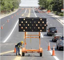 Beweglicher Verkehrs-Solarwegweiser des Pfeil-Schlussteil-LED