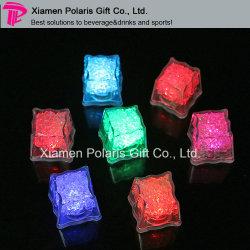 Cubo di ghiaccio infiammante multicolore del LED per le bevande