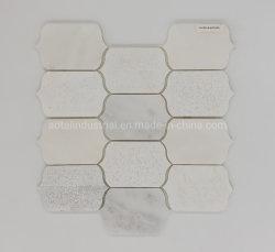 Biancoカラーラ白い大理石のモザイクに床を張る新しいデザイン浴室