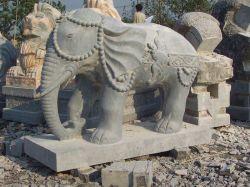 自然で青い石灰岩象の彫刻