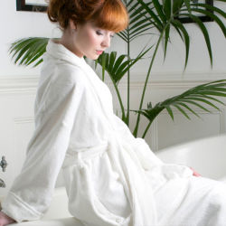 100% coton blanc Terry peignoir doux pour l'hôtel L'utilisation (DPH7428)