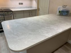 6-12mm Panneau décoratif du marbre à la recherche de l'acrylique Surface solide
