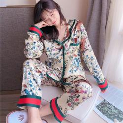 Zijde van de Slijtage van het Huis van de Bloem van de Koker van de Cardigan van de Japanse Vrouwen van de Pyjama's van de herfst en van de Winter Imitatie de Lange