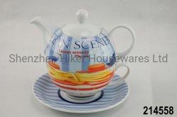 Tè della porcellana per un insieme con il piattino