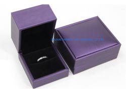 مجوهرات فاخرة هدية مربع مجوهرات حلقة عقد قلادة مجموعة هدايا صندوق مع إسفنج داخل سطح الجلد PU سعر جيد