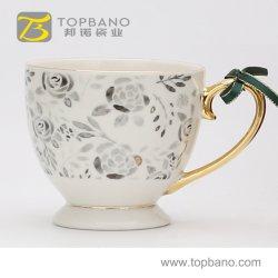 中国からのハンドルの金手を搭載する紙コップが付いている磁器の茶ギフトのコーヒーカップの陶磁器のマグ