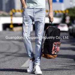 Hellblaue dünne Hosen-Form-Qualität zerrissene Mann-Denim-Jeans