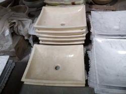 Salle de bains petite lavabo avec des matériaux de marbres et granits et d'autres produits de pierre