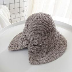 ソフト帽のペーパー麦わら帽子の夏浜の日曜日のわらのパナマ帽子および帽子