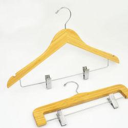 De Hanger van het bamboe met de Klemmen en de Haken van het Staal voor Laag /Shirt /Dress
