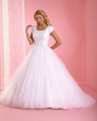 Haut de la dentelle à manches courtes Robes de mariée robe de mariée long train haute cou robe de bal Robe de mariée