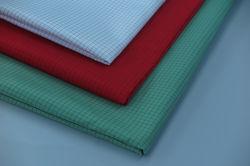 Polyester tissu à armure sergé de soie antistatique ESD 0,5 pour la médecine de la grille