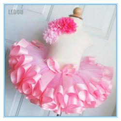純粋なカラーリボンのトリムのきれいな赤ん坊の小型スカート
