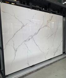 Carrara White Quartz Kitchen الحمام الجزيرة أسطح المناولة من تصميم هندسي البناء المقطوع بالحجم