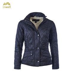 Buen aspecto señoras invierno cálido de la mujer chaqueta acolchada