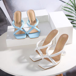スリッパ PU の底の流行のファッション靴の女性の贅沢な Sadnals と クリスタルヒール