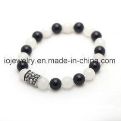 Bracelet de pierres précieuses Perles en métal avec logo en relief
