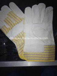 Palm con guantes de cuero amarillo