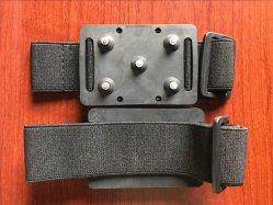 5本の歯のユニバーサルCramponの反スリップの氷は靴のブートのグリップの牽引のCramponの雪のスパイクのグリップのグリッパーのクリートをクリートで補強する
