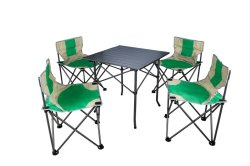 Mesa e cadeira dobrável definido para a festa de família no acampamento de lazer ao ar livre